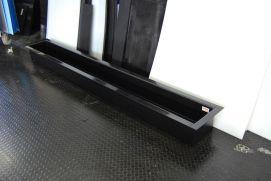 Kunststof lekbakken van HDPE in het zwart. Lekbakken kunnen van handvaten voorzien worden. Vrijwel iedere aanpassing is mogelijk wanneer u een lekbak op maat laat maken. Lekbakken van HDPE worden vaak gebruikt om condenswater op te vangen.