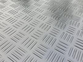 Rijplaten Kunststof PE | 2400x600x12mm | Eenzijdige anti-slip | Standaard voorzien van 2 handgrepen, 1 per korte zijde